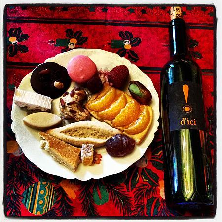 Bouteille de D'ici Domaine de la Tour du Bon - accompagné des 13 desserts provençaux